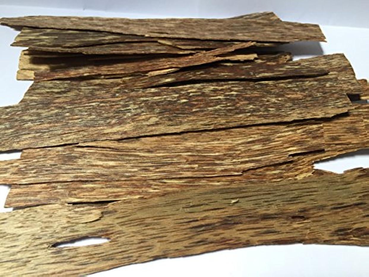 スーダン持ってる香水oudwoodvietnam. Com元Natural Wild Agarwood OudチップGrade A + | 100グラムお香アロマ