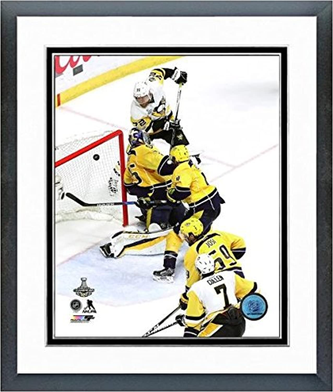 Patric Hornqvist Pittsburgh Penguins 2017 Stanley CupゲームWinning Goalアクション写真(サイズ: 12.5 CM x 15.5 CM )フレーム
