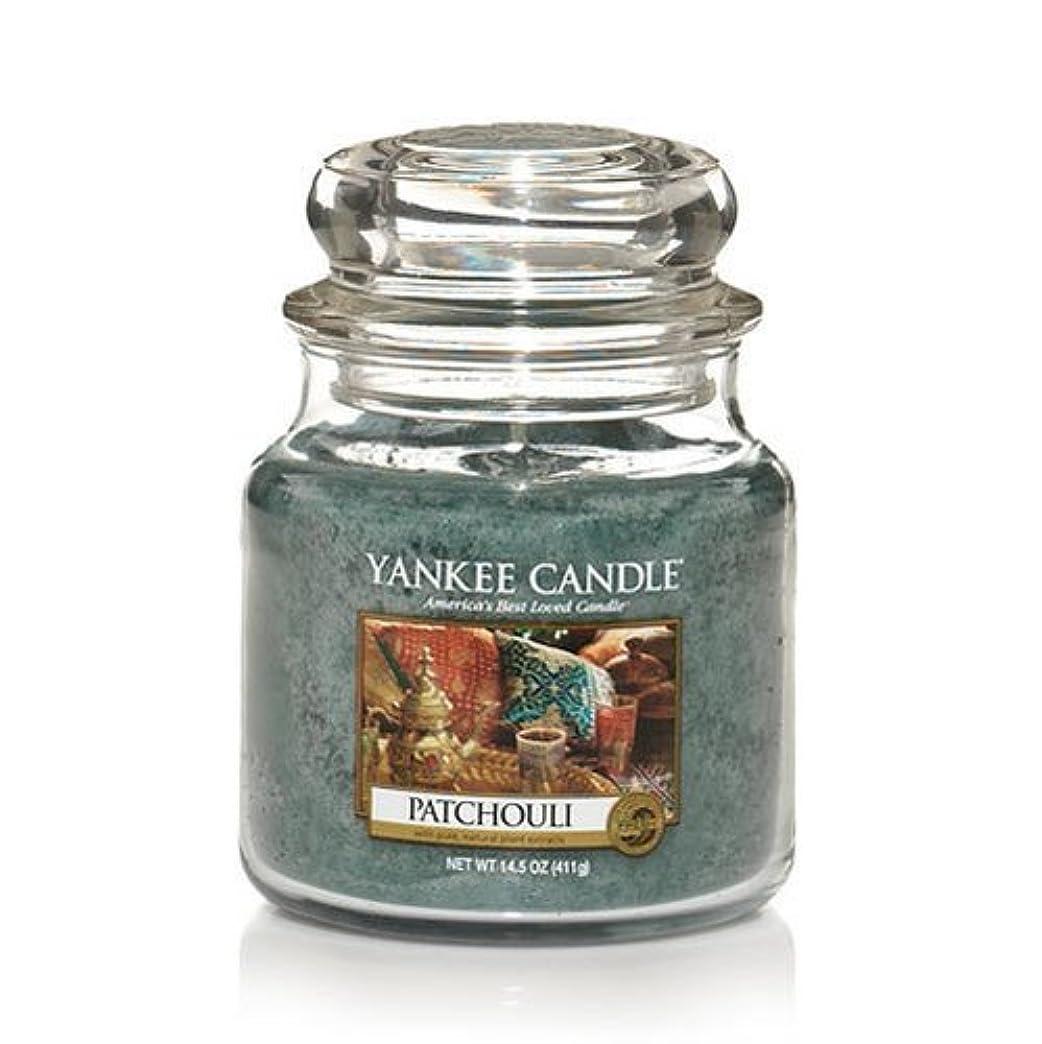 酔っ払いリマーク年金受給者Yankee Candle Patchouli、新鮮な香り Medium Jar Candles 114130-YC