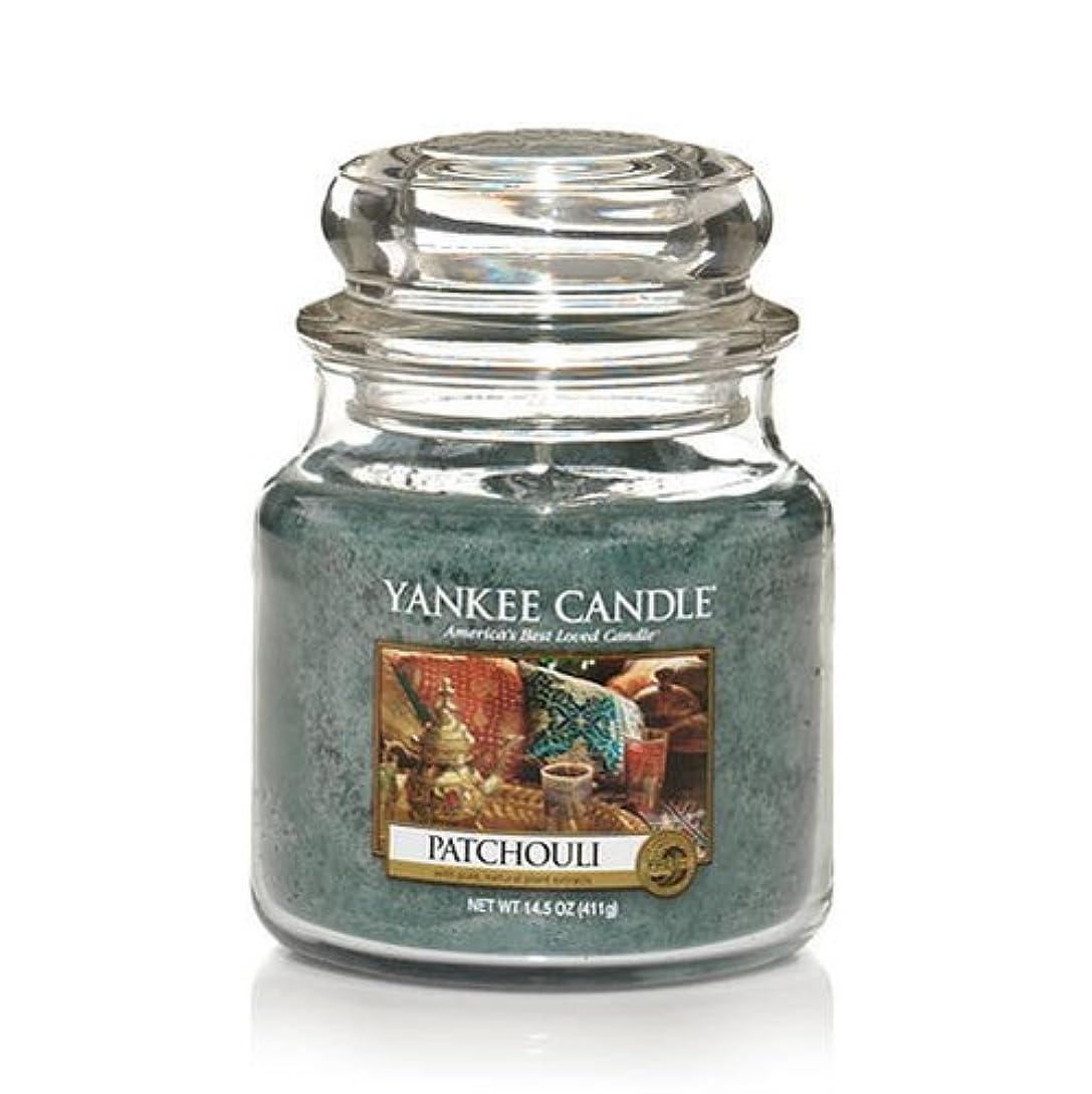 四回任意プライムYankee Candle Patchouli、新鮮な香り Medium Jar Candles 114130-YC