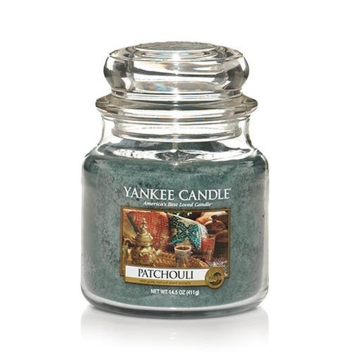知覚できる機動覗くYankee Candle Patchouli、新鮮な香り Medium Jar Candles 114130-YC