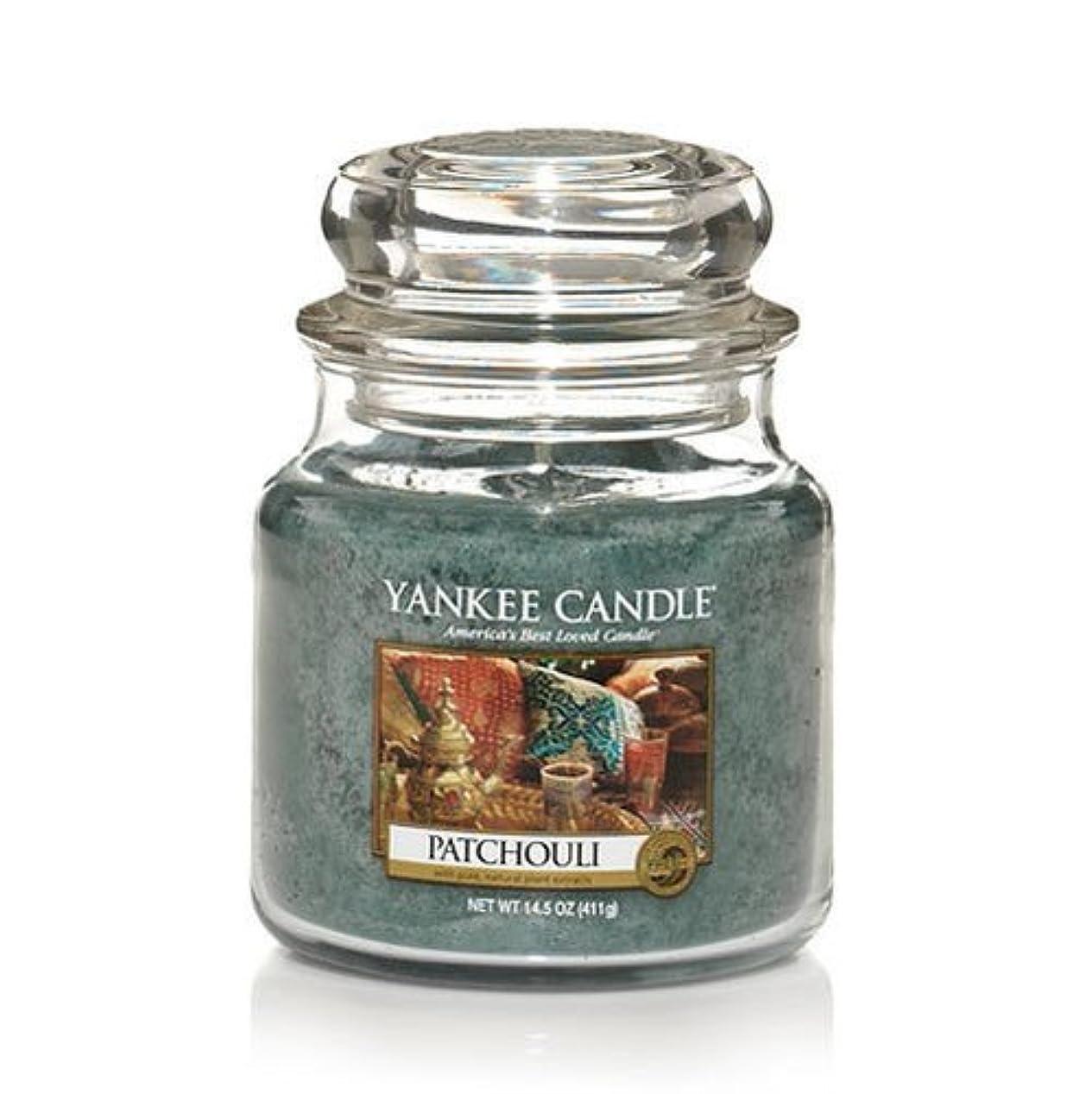 延ばす旧正月モデレータYankee Candle Patchouli、新鮮な香り Medium Jar Candles 114130-YC