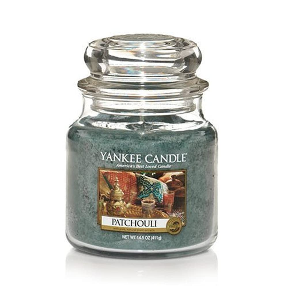 クラッチスパイ主要なYankee Candle Patchouli、新鮮な香り Medium Jar Candles 114130-YC