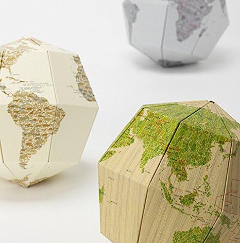 隅々までじっくり見て欲しい。とにかく芸の細かい組み立て式地球儀