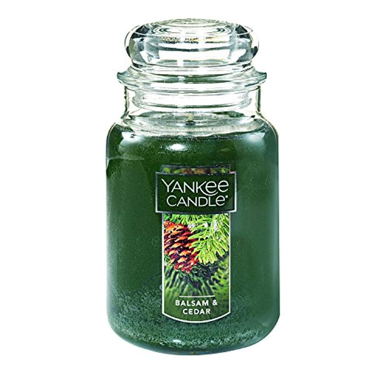 官僚トリム加速する(ヤンキーキャンドル) Yankee Candle ラージ 22オンス ジャーキャンドル バルサム&シダー Large Jar Candle グリーン 1062314