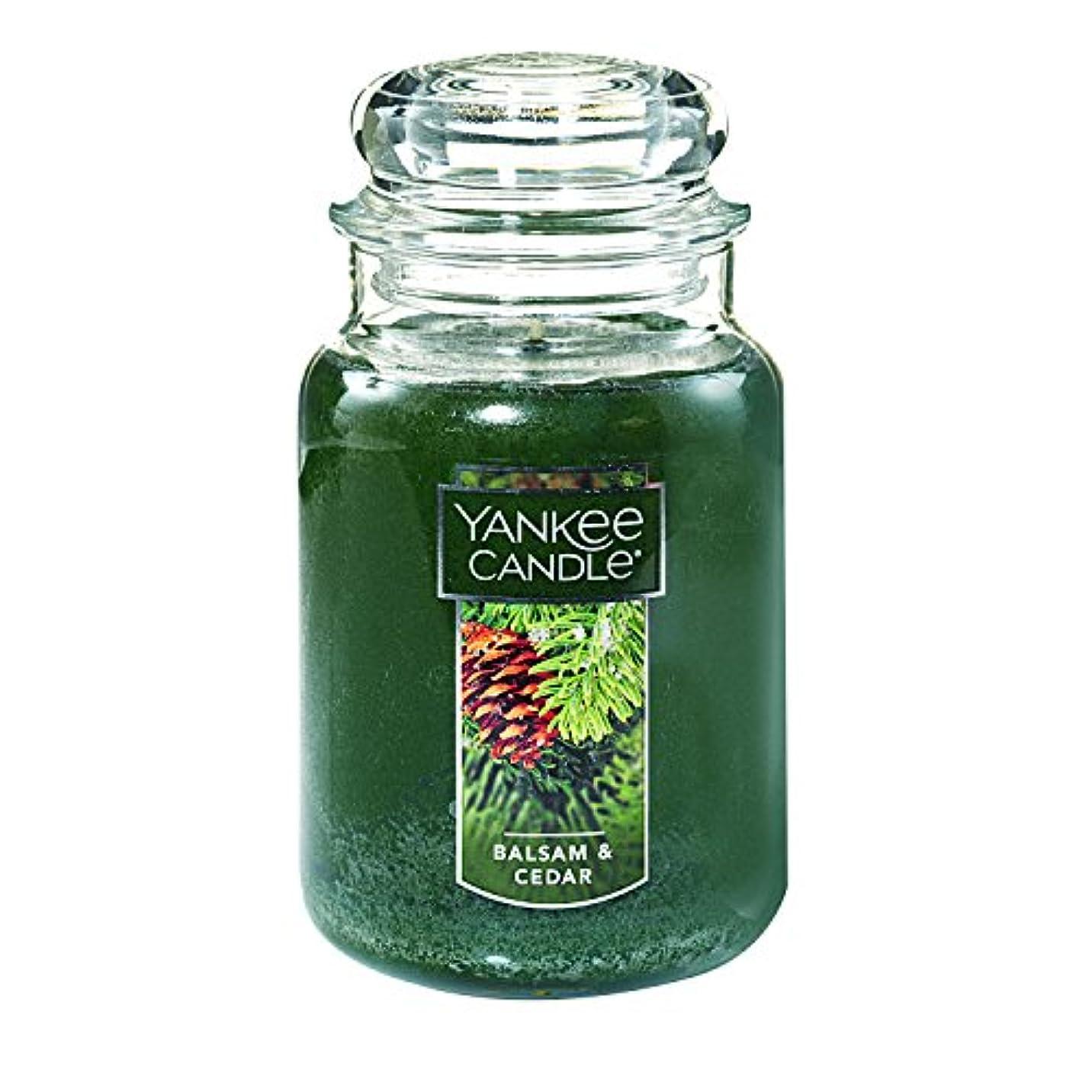 細い彼は船酔い(ヤンキーキャンドル) Yankee Candle ラージ 22オンス ジャーキャンドル バルサム&シダー Large Jar Candle グリーン 1062314