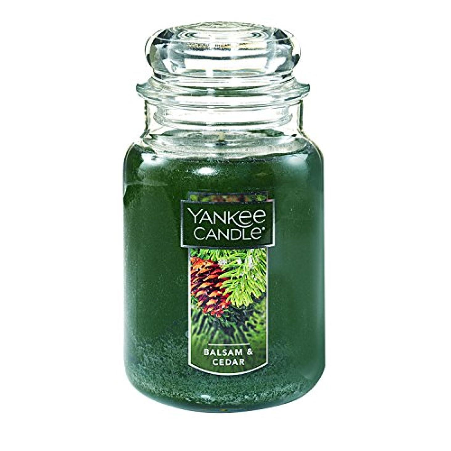 ハングバラエティドラッグ(ヤンキーキャンドル) Yankee Candle ラージ 22オンス ジャーキャンドル バルサム&シダー Large Jar Candle グリーン 1062314