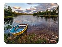 ヘードマルクFylkeの、ノルウェー、森、川、ボート、岩、木、雲 パターンカスタムの マウスパッド 旅行 風景 景色 (22cmx18cm)