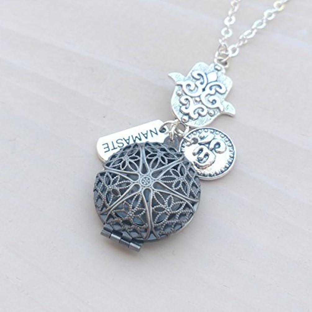 虐殺願望予想するHamsa Namaste and Om Silver-tone Charms Aromatherapy Necklace Essential Oil Diffuser Locket Pendant Jewelry w/...