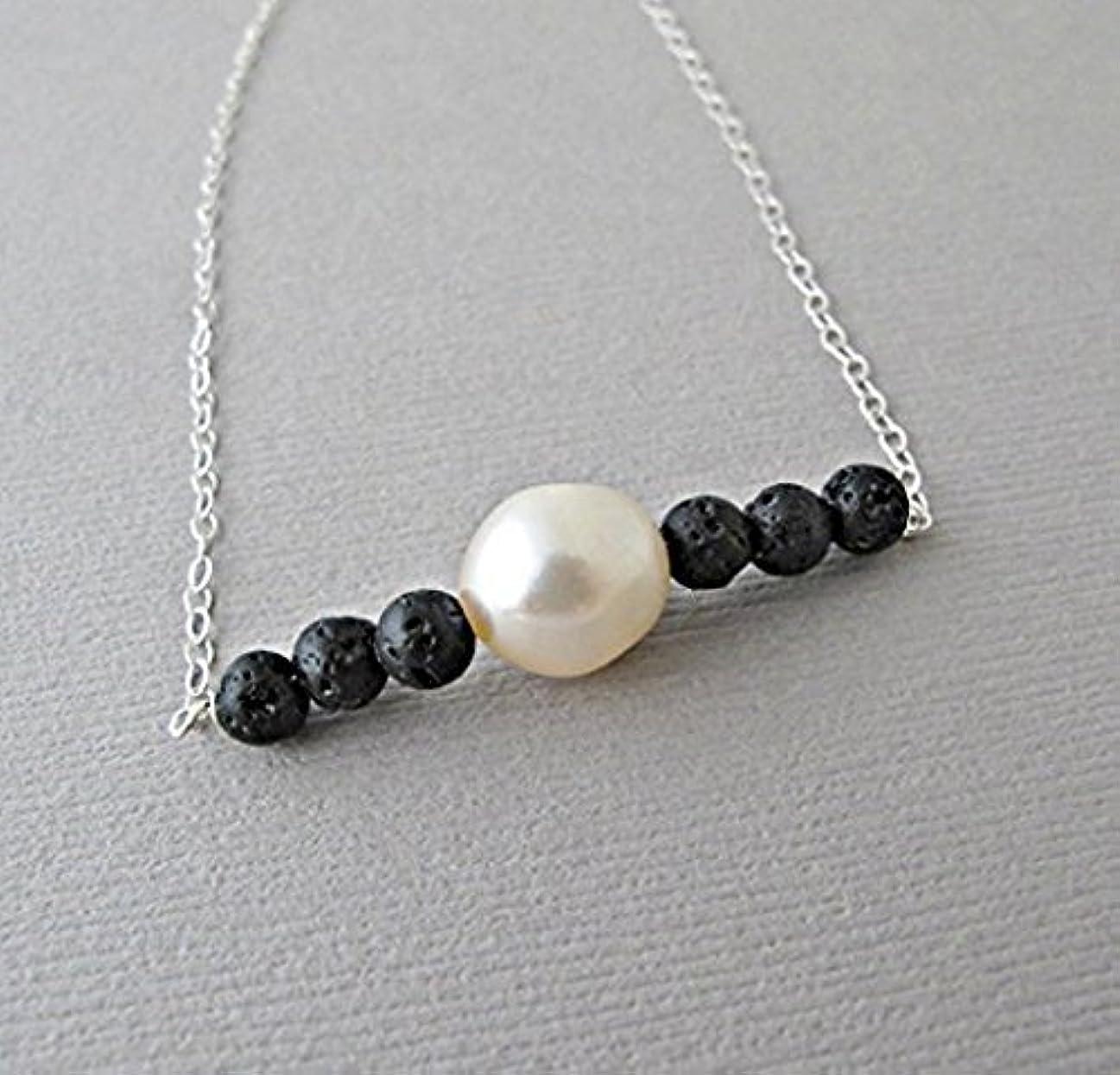 物語ラッカス距離18 inches Lava Pendant Essential Oil Necklace Diffuser Aromatherapy - Simple Minimalist Lava Bead Diffuser Necklace...