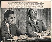 1976押しフォトクライスラーCorporation Eugene A Cafiero at press conference–8.25X 10で。–Historicイメージ