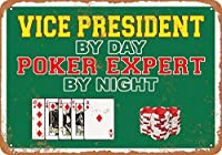 なまけ者雑貨屋 [Vice President by Day, Poker Expert by Night] ブリキ看板 メタルプレート アメリカン ヴィンテージ風 レトロ