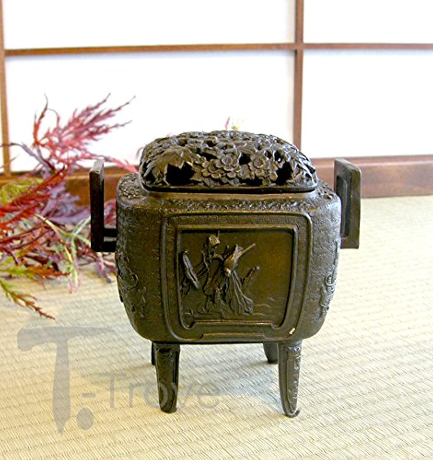 以降目指す松の木ブロンズ正方形Incense Burner with Maple , Cherry Blossom and Dragon motives