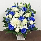 白と青のアレンジメント(M)(サイズ高さ:約50cm×幅:約35cm×奥行:約35cm)
