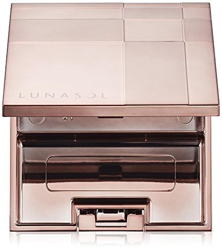 真鍮飾り羽チェスをするルナソル(LUNASOL) ルナソル ルナソル チークカラーコンパクト 化粧小物 単品