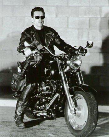ブロマイド写真★『ターミネーター2』アーノルド・シュワルツェネッガー/白黒/バイクに乗る全身