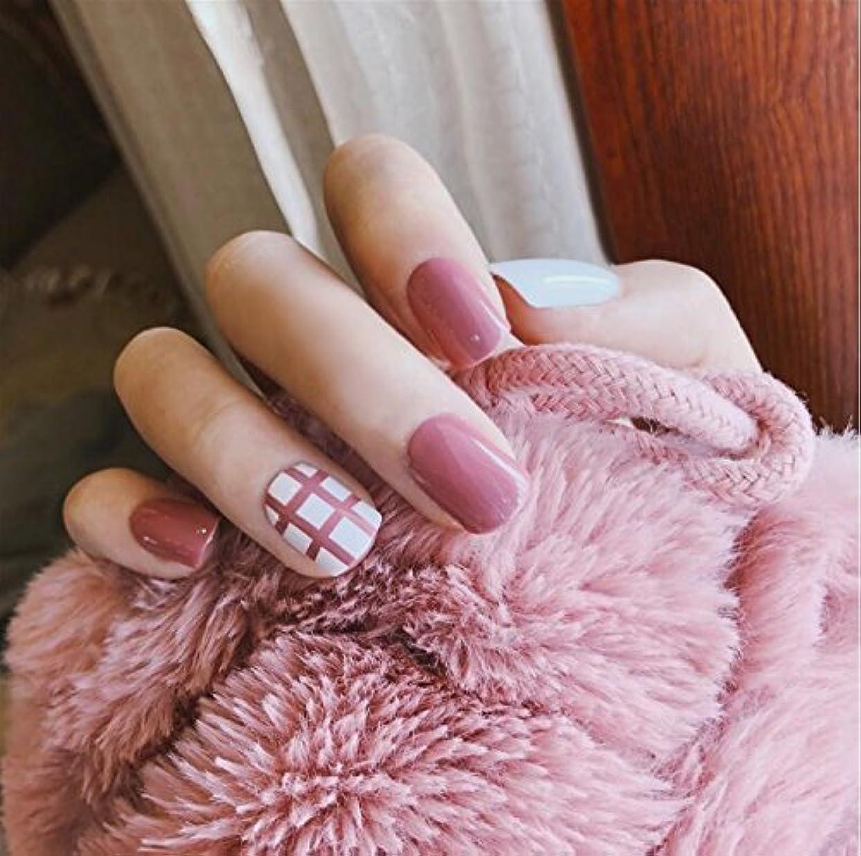 気配りのある出版コート24 pcs ネイルチップ 可愛い ピンク 白 無地 線 短い