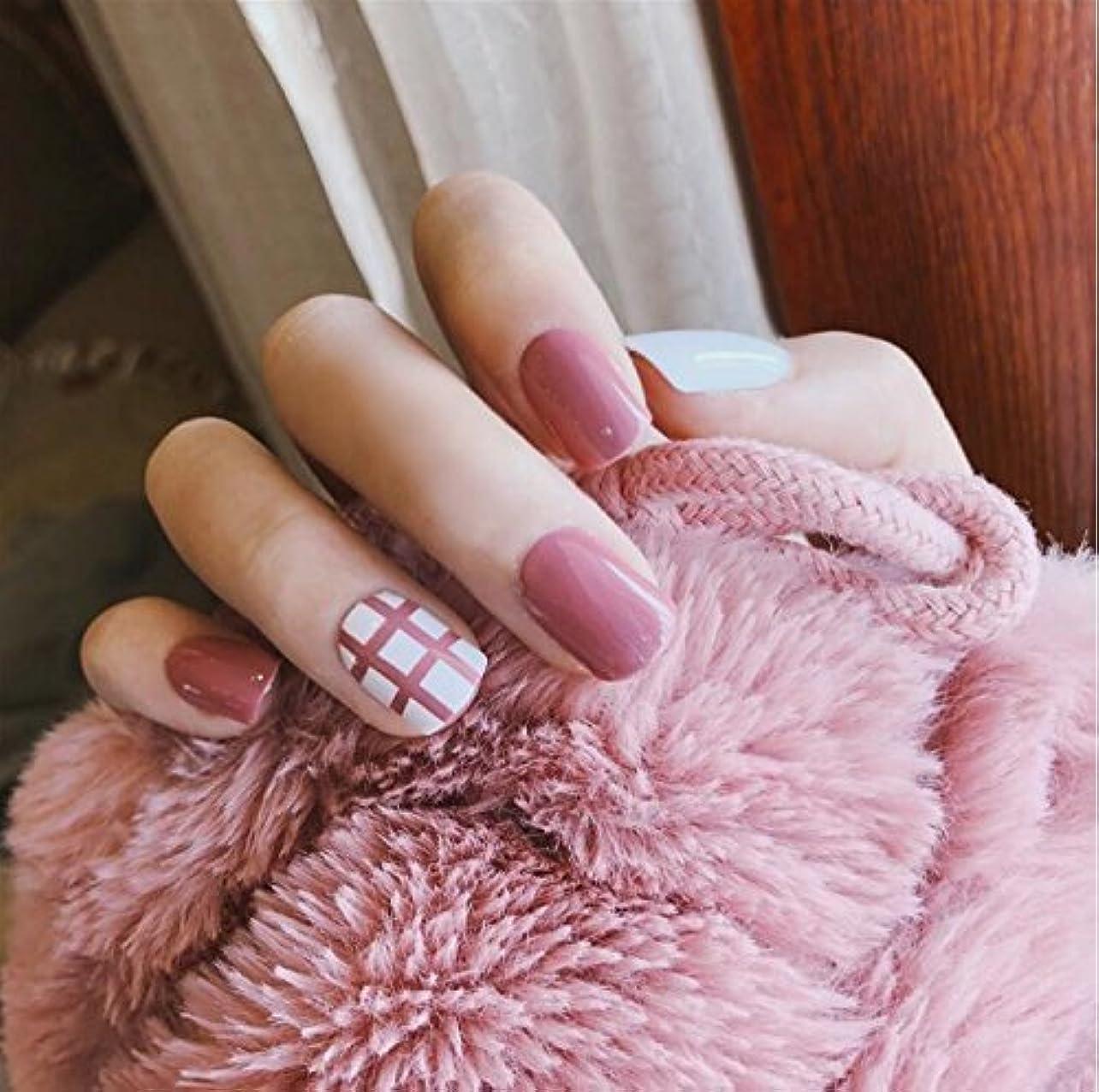 24 pcs ネイルチップ 可愛い ピンク 白 無地 線 短い