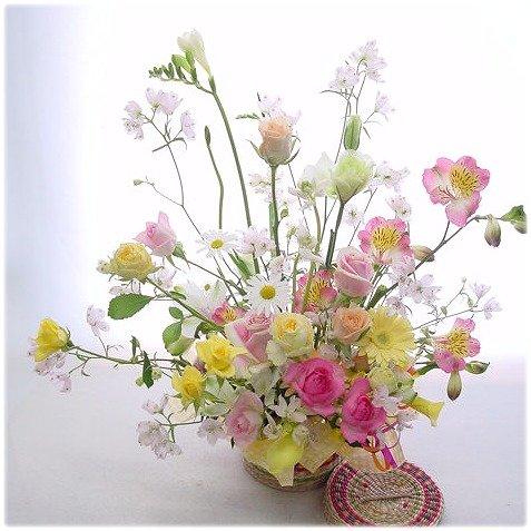 花*黄色ピンクアフラワーレンジメント 誕生日花 記念日花 お見舞い花 フラワーバスケット
