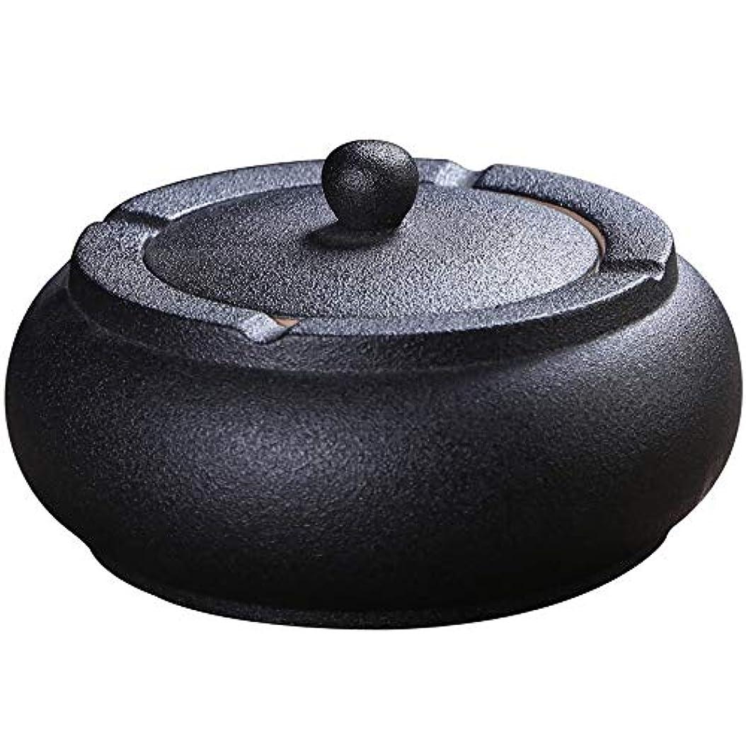 役立つくびれた刺激するふたが付いている陶磁器の灰皿、防風、喫煙者のための灰のホールダー、ホームオフィスの装飾の黒のためのデスクトップの喫煙灰皿