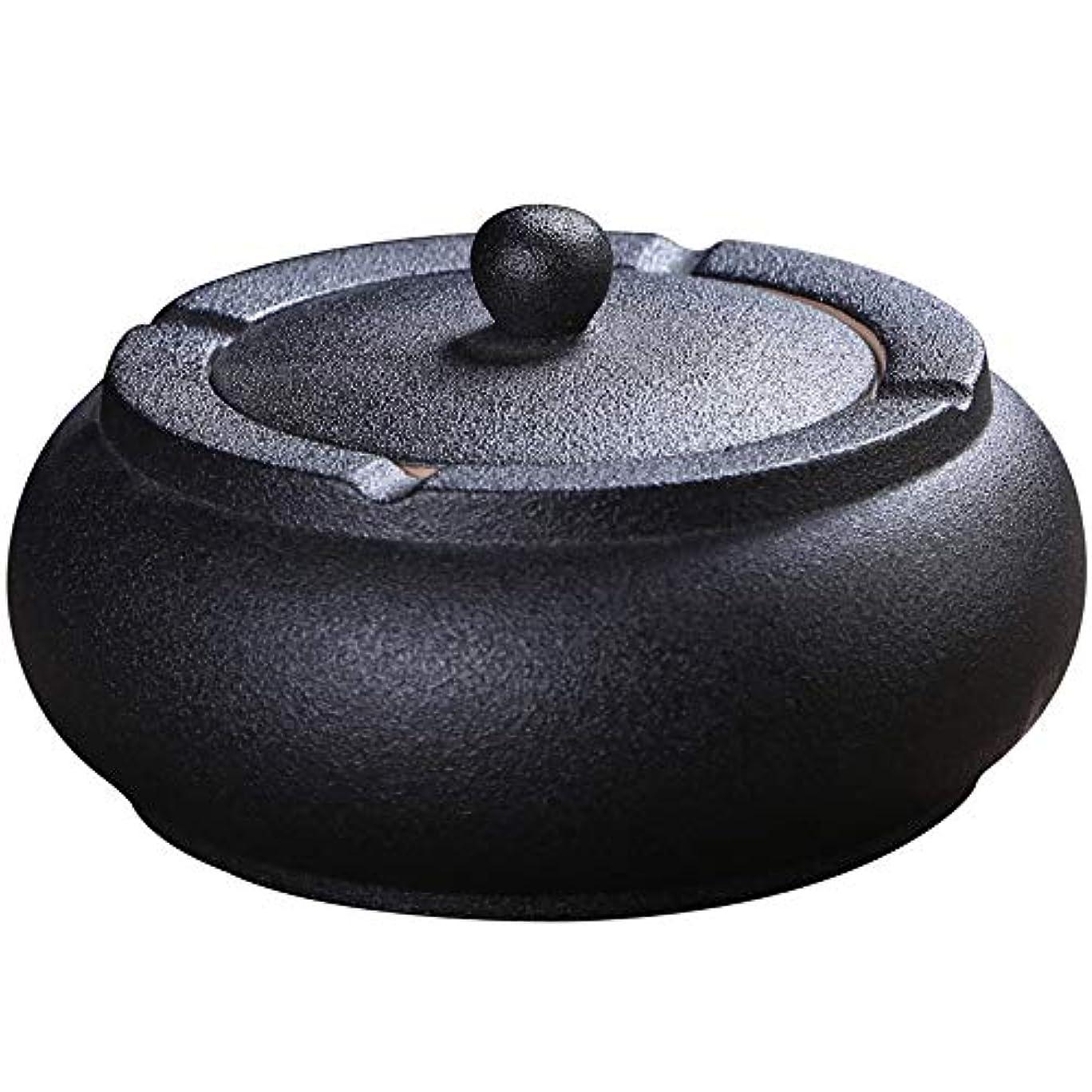 意識嫌い中級ふたが付いている陶磁器の灰皿、防風、喫煙者のための灰のホールダー、ホームオフィスの装飾の黒のためのデスクトップの喫煙灰皿