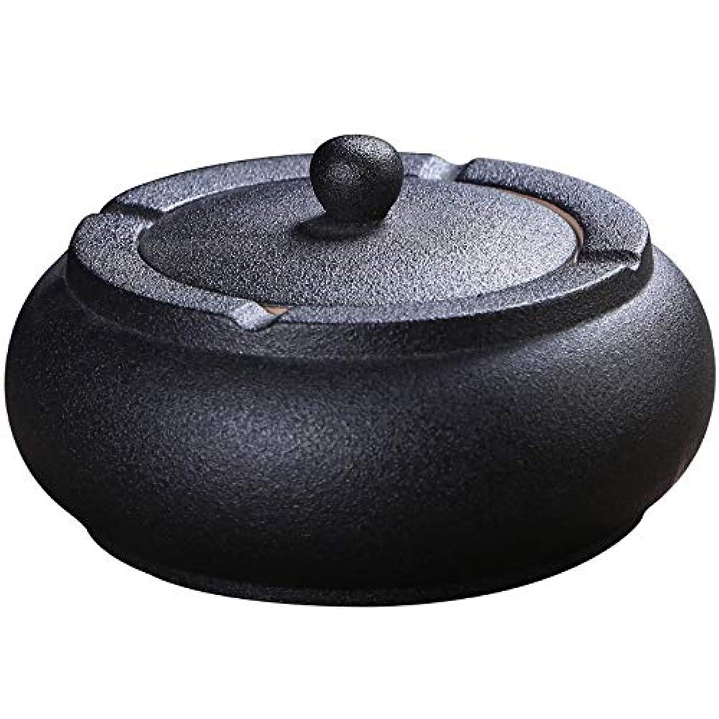 南西気候の山ナビゲーションふたが付いている陶磁器の灰皿、防風、喫煙者のための灰のホールダー、ホームオフィスの装飾の黒のためのデスクトップの喫煙灰皿