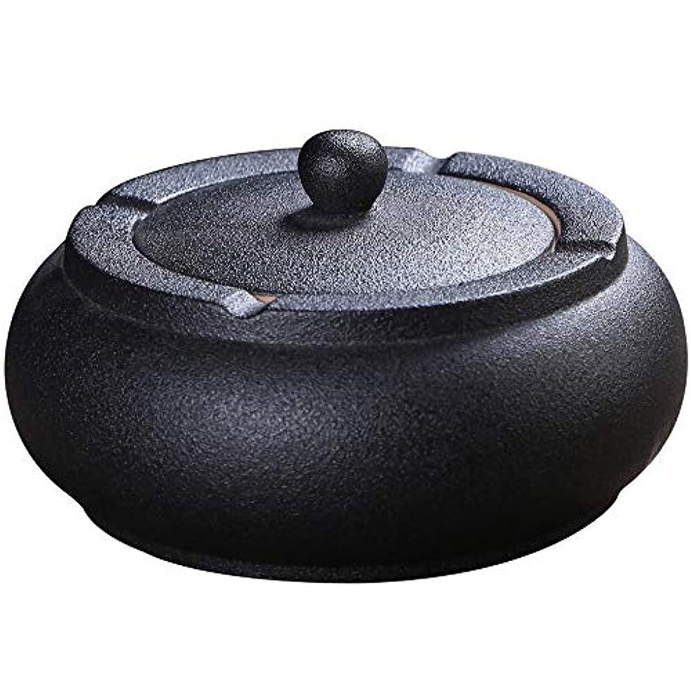 バーゲン机シャトルふたが付いている陶磁器の灰皿、防風、喫煙者のための灰のホールダー、ホームオフィスの装飾の黒のためのデスクトップの喫煙灰皿