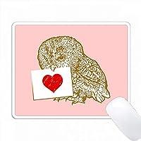 ピンクの背景に赤い心臓を持つかわいいフクロウをつかむ PC Mouse Pad パソコン マウスパッド