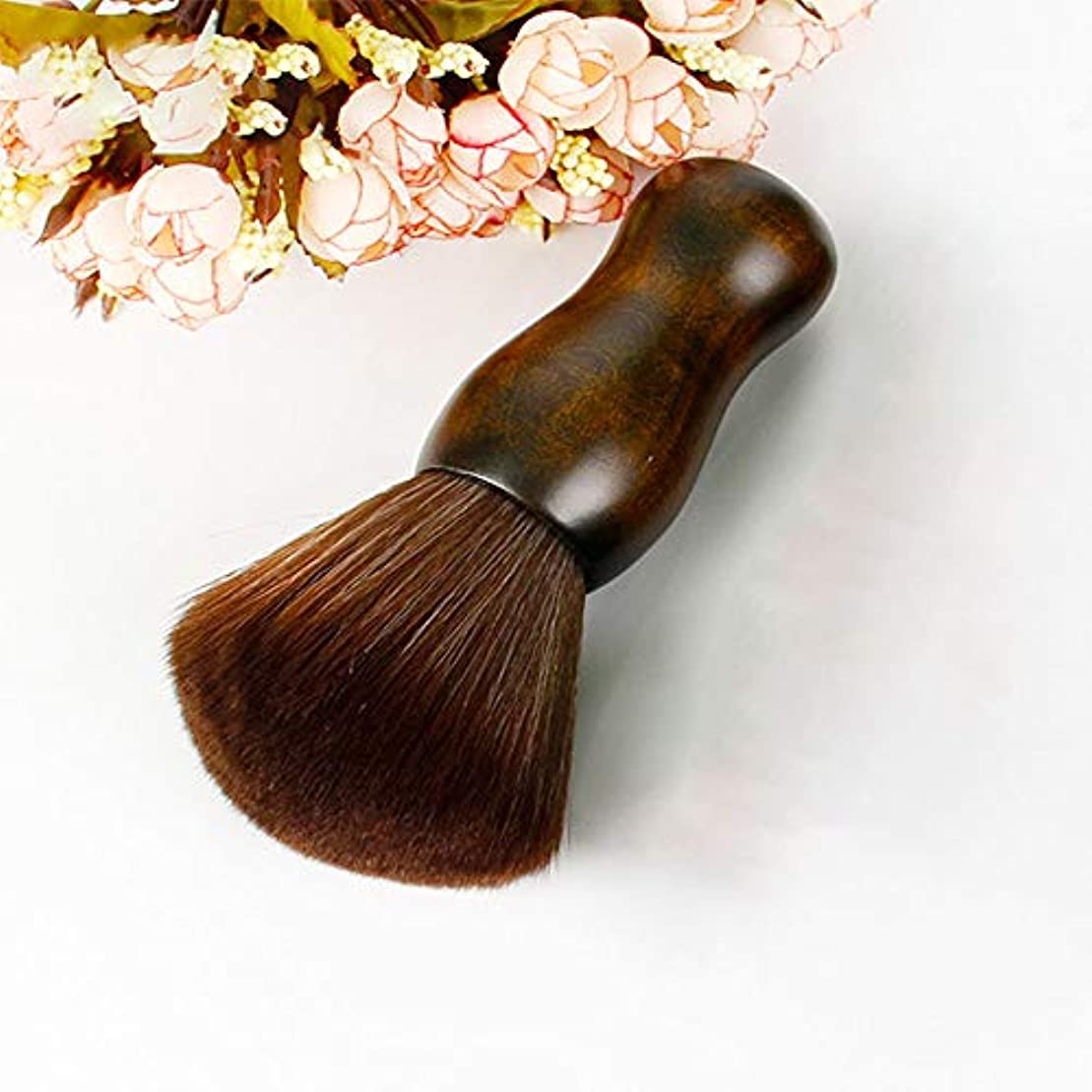 ペンススライスサンダル専門のバリカンつばの三つ編みのブラシの頭部、木のハンドルの毛の切断装置のナイロンブラシ