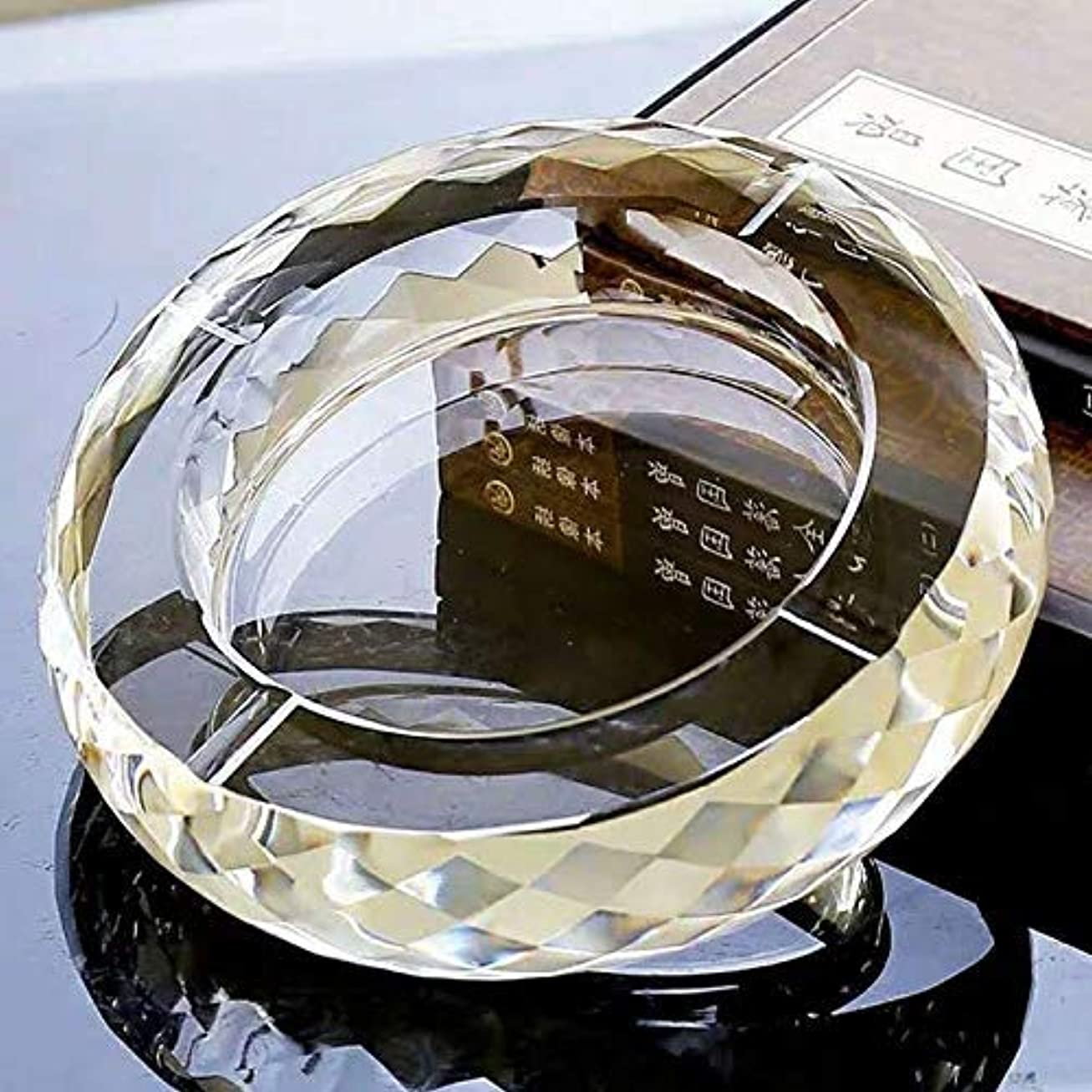 理由国豆腐K9クリスタル灰皿、テーブル用のエレガントな灰皿、屋外用の透明度の高い灰皿、小売パッケージ付きの新築祝いギフト(多角形)