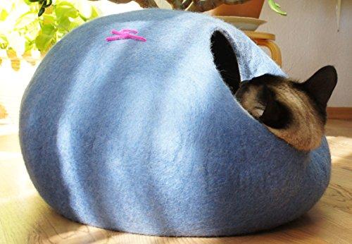 猫ベッド、猫ハウス 、ウールフェルト、ハンドメイド 。 空色色の。サイズ: M(中) Kivikis製。
