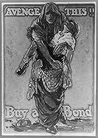1918フォトAvengeこのBuy a Bond World War Iポスターshowing woman carrying子。