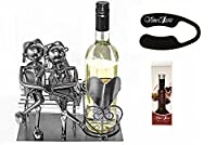 Fabulous Couple Siting 0Nの横にベンチAワインボトルスタンドthat has a heart on itワインボトルホルダーPlus aワイン箔カッターとAワインボトル真空ストッパー