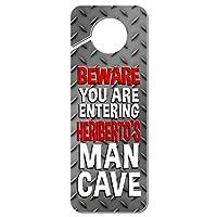 おとこ洞窟邪魔しないでくださいプラスチックドアノブハンガーサイン男性名それは持っています-He - ヘリバート