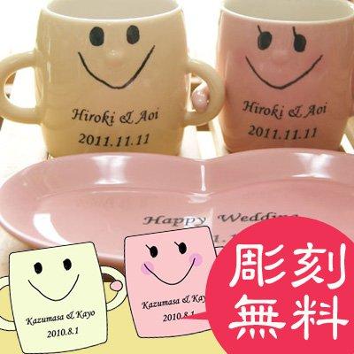 【彫刻込み】【カップ側面彫刻のみ】≪なかよしペアのマグカップ≫ハート型のカップソーサーとスプーン付きのペアマグカップ