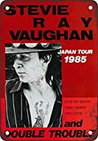Shimaier 壁の装飾 メタルサイン ウォールアート - 1985 Stevie Ray Vaughn Japan Tour 縦40×横30cm ヴィンテージ風 ライセンスプレート メタルプレート ブリキ 看板 アンティーク レトロ