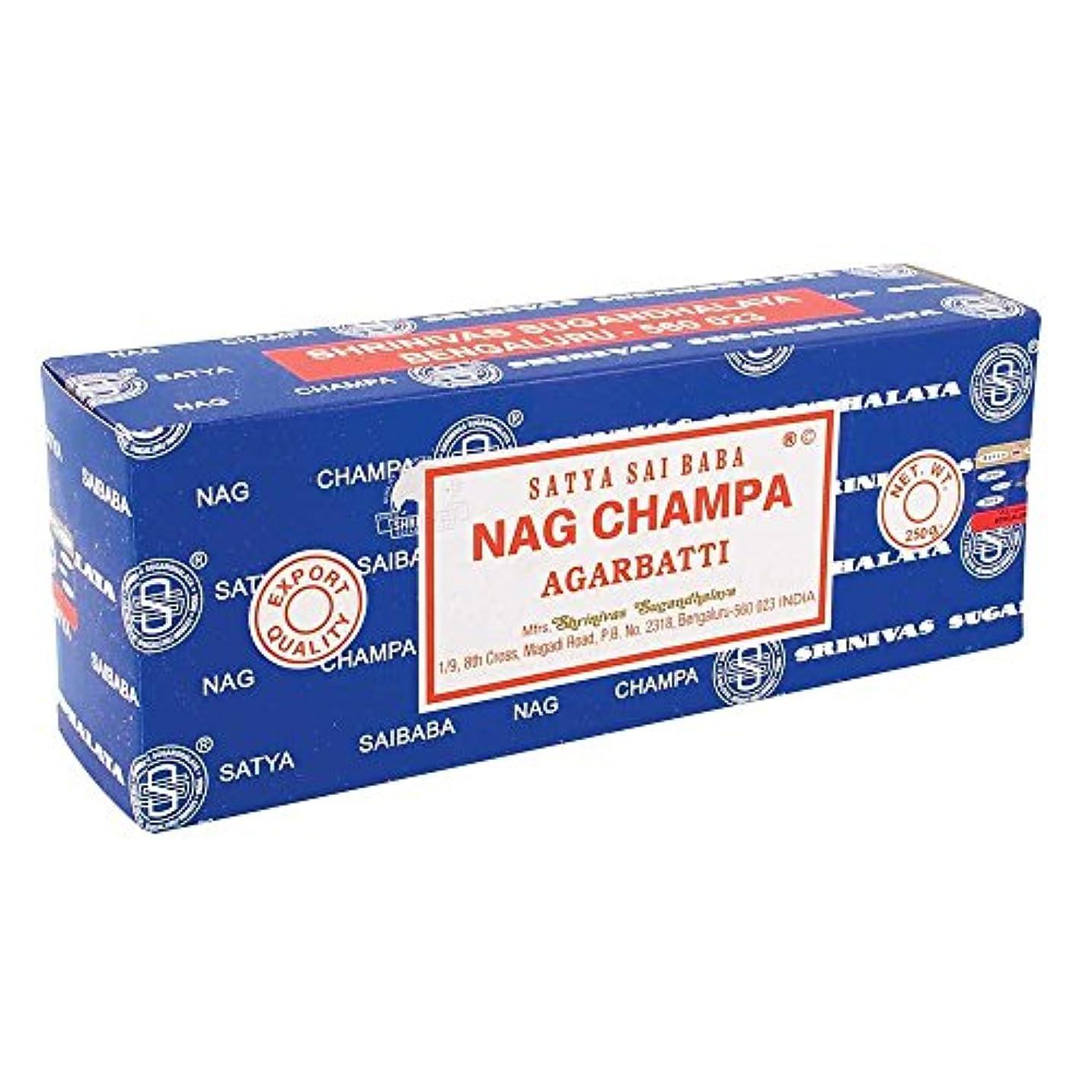 狂ったチャールズキージング突き出すSatya Saibaba Nag Champa Garden Sticks。