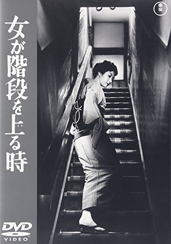 女が階段を上る時のイメージ画像