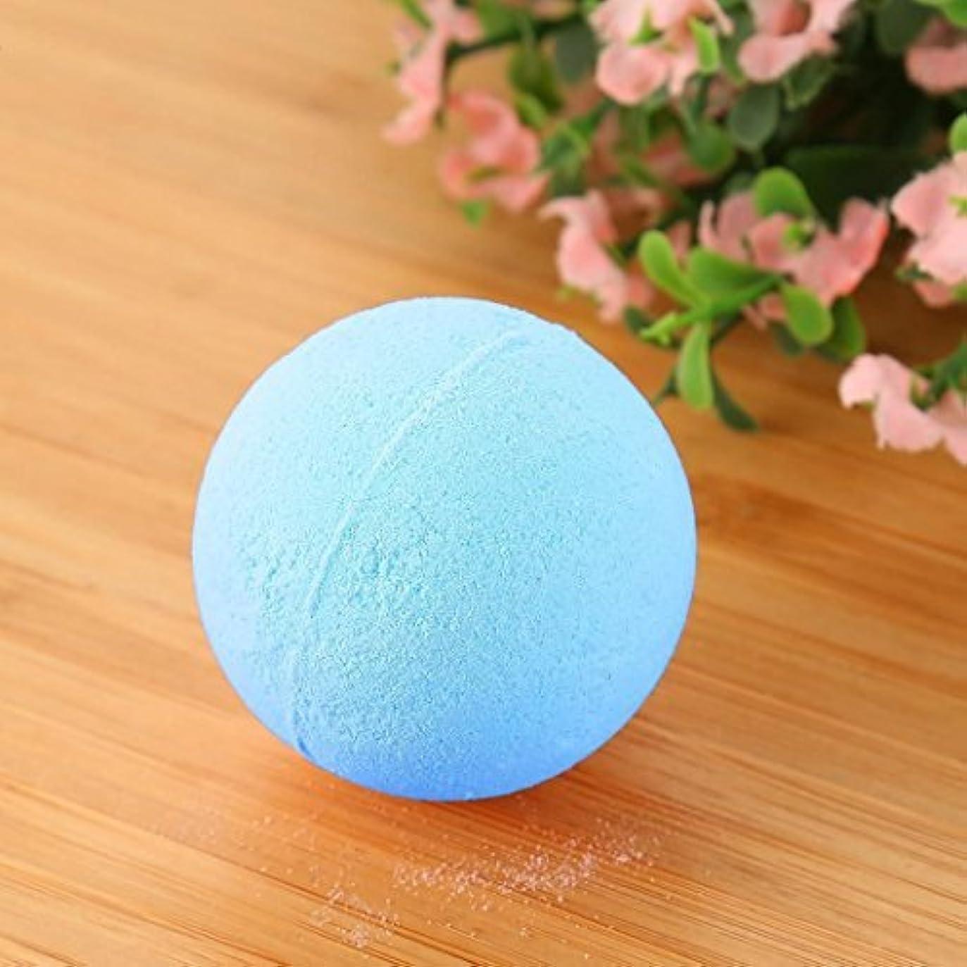 下に向けます限られたよりバブル塩風呂の贈り物のためにボールをリラックスした女性の塩