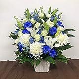 白と青のアレンジメント(L)(サイズ高さ:約65cm×幅:約35cm×奥行:約35cm)