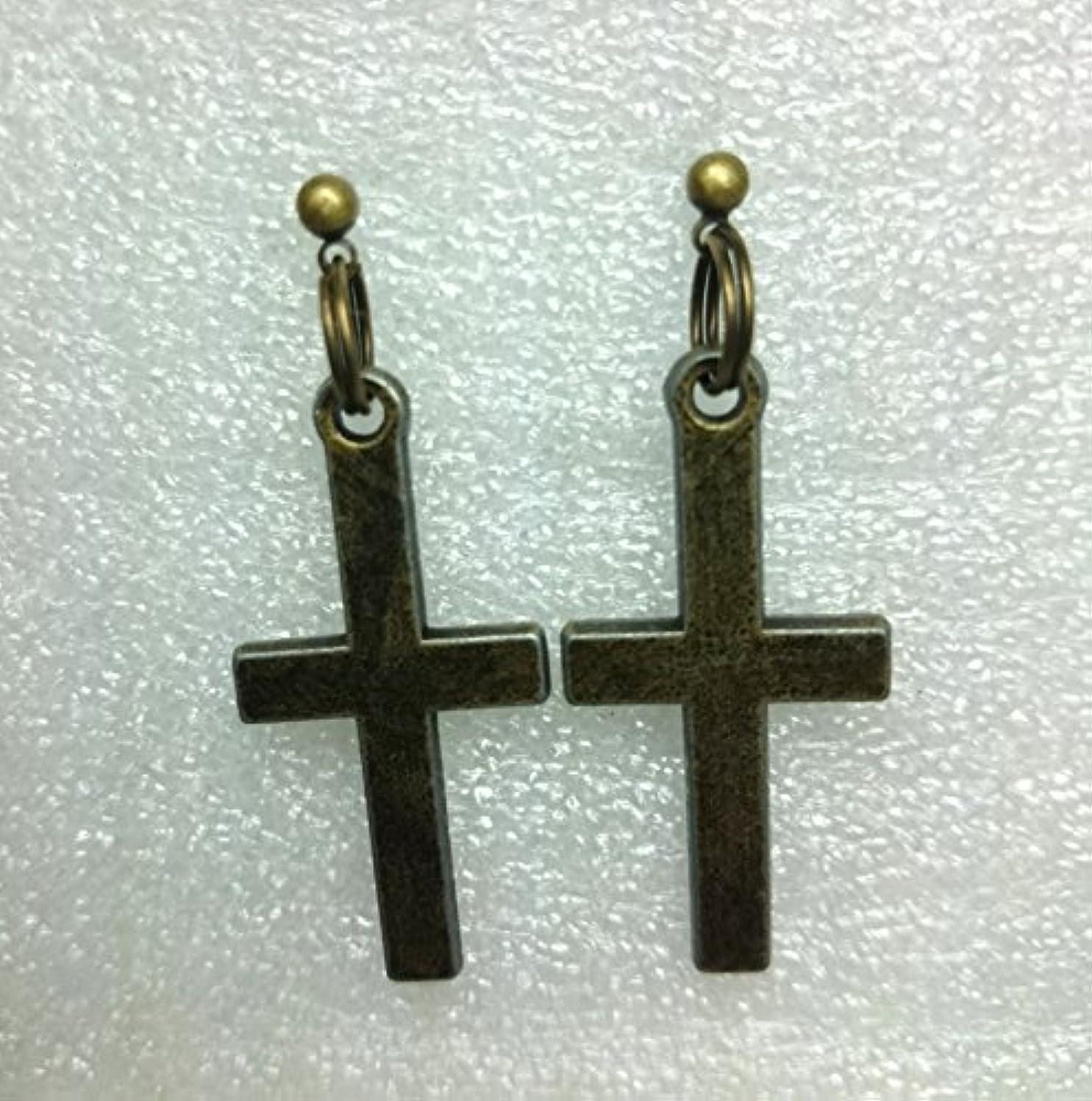 である意見免除H585(SHOUT RUE) 十字架 アンティーク ゴールド ヴィンテージ風 キャッチ ピアス 両耳(2個)