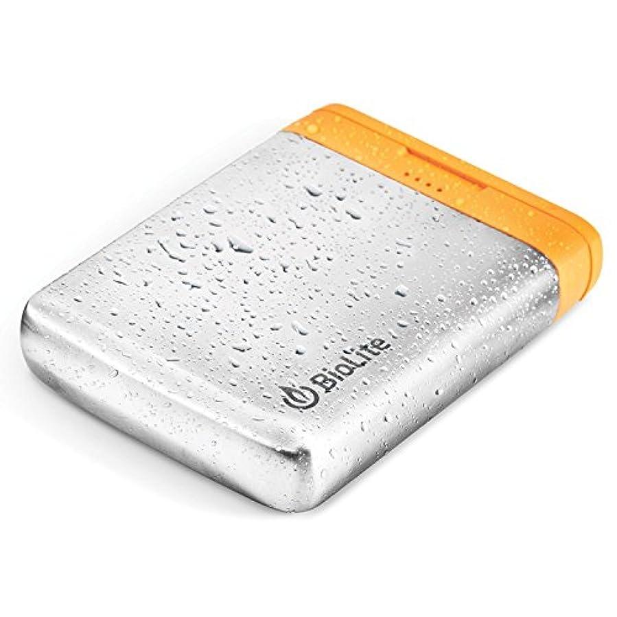 余暇死借りるBioLite チャージ40- 携帯式耐候性USBパワーバンク、2.1と1アンペアの2つのUSB出力、40ワットアワーの電力、10 x 2.0 x 7.6cm(4 x 0.8 x 3インチ)、 (BAA1040) チャージ40 (40ワット) シルバー/イエロー