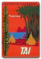 22cm x 30cmヴィンテージハワイアンティンサイン - ニューカレドニア - ネイティブカナック人 グランドハッツ - TAI航空 - ビンテージな航空会社のポスター によって作成された ベルナール・ヴィユモ c.1953