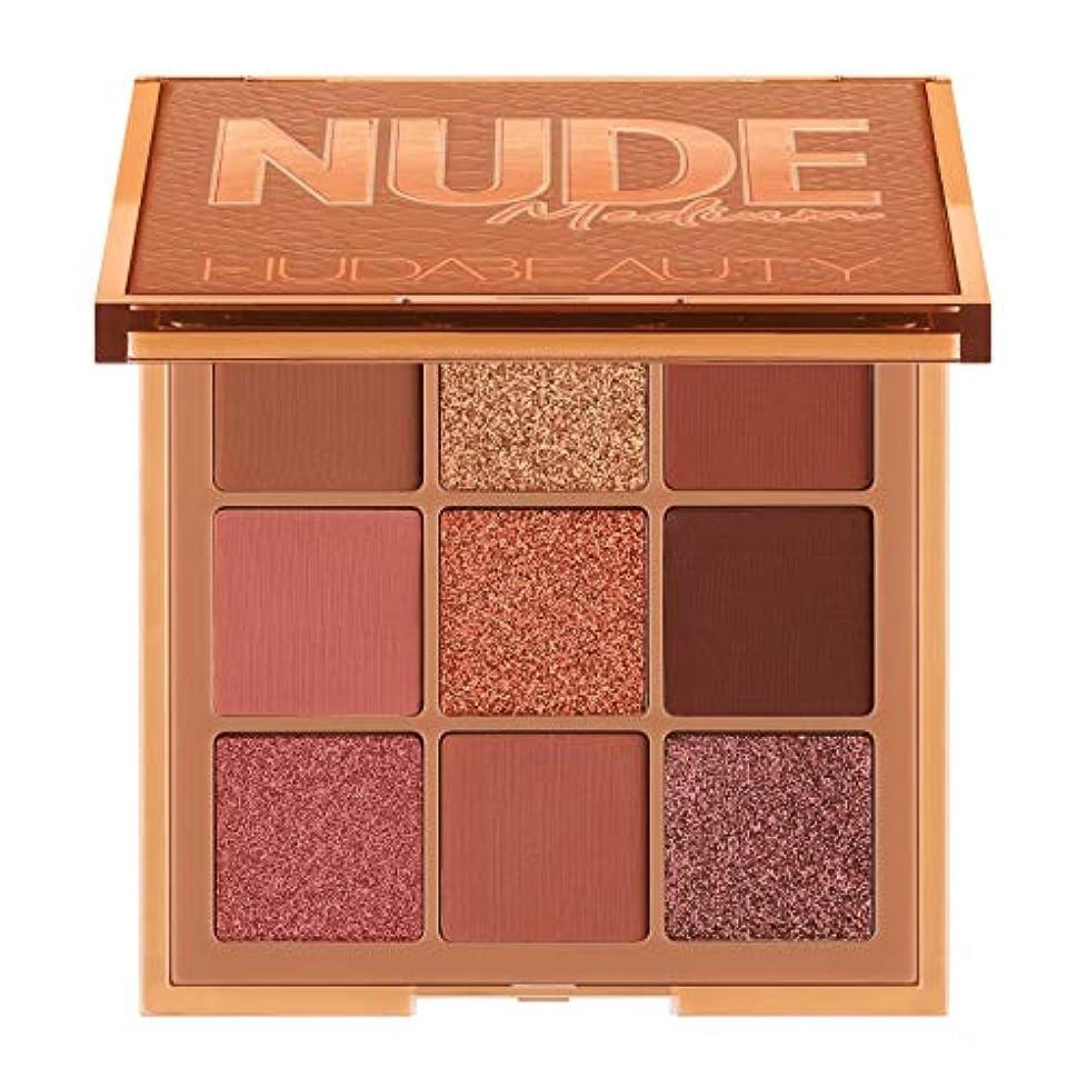 敵不機嫌そうな詳細にHUDA BEAUTY Nude Obsessions Eyeshadow Palette Nude Medium