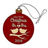 2017年のミスターと夫人としての私たちの最初のクリスマスは、鳥にキスをして結婚しました。ウッドクリスマスツリーホリデーオーナメント