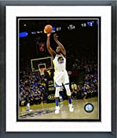 "Draymond Green Golden State Warriors 2015–2016NBA 73回Winアクション写真(サイズ: 18"" x 22"" )フレーム入り"