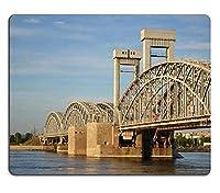 サンクトペテルブルクロシアの夕方のフィンランド鉄道橋の様子画像38870051カスタマイズされた長方形のマウスパッド、ゲーミングマウスパッドマウスマット