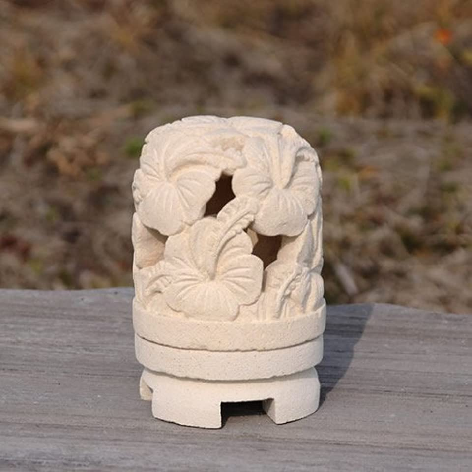 ライムストーンで出来たハンドメイドの丸いキャンドルホルダー (タイプB(ハイビスカス))