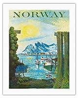 ノルウェイ - スカンディナビア - 漁村のボート - ビンテージな世界旅行のポスター によって作成された ラース・ソーセン c.1940s - キャンバスアート - 51cm x 66cm キャンバスアート(ロール)
