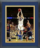 クレイ・トンプソンGolden State Warriors 2016NBAファイナルアクション写真(サイズ: 26.5CM x 30.5CM )フレーム